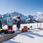 Winterwandern in den Dolomiten Picknick im Schnee