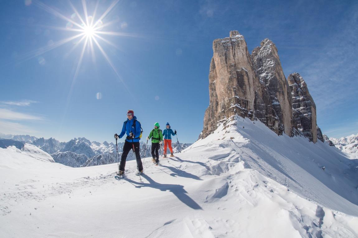 Schneeschuhwandern in den Dolomiten an den Drei Zinnen