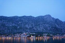 geführte Wanderreise Montenegro Bucht von Kotor am Abend