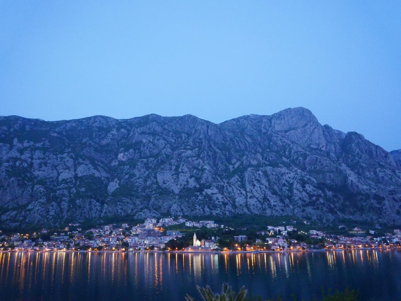 Bucht Von Kotor Am Abend
