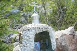 sehr kleine Kapelle am Wanderweg