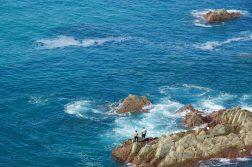 geführte Wanderreise Südportugal Fischer auf Klippe