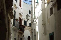 kleine Gasse in Ostuni Apulien