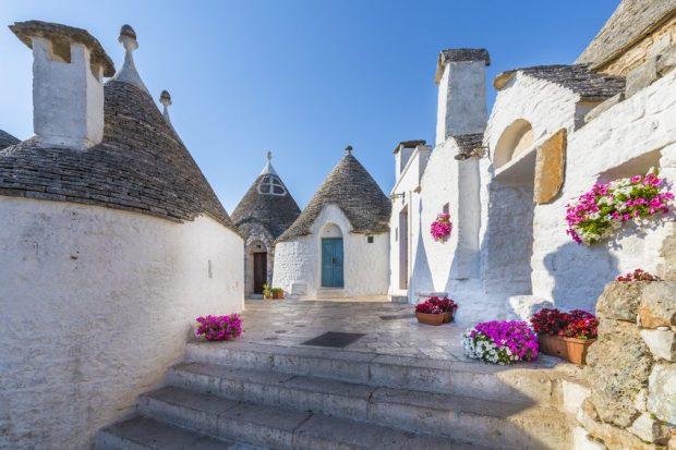 Typische Steinhäuser Auf Der Wanderreise Apulien