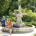 Geführte Wanderreise Portugal Wanderer am Brunnen