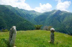 Grabsteine aus der osmanischen Zeit den Bergen bei Sarajevo