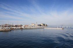 geführte Wanderreise Triest Blick auf den Leuchtturm im Hafen