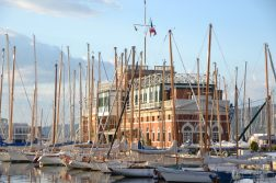 geführte Wanderreise Triest Segelboote im Hafen von Triest