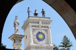 Uhr in der Altstadt von Udine
