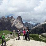 geführte Wanderreise Dolomiten Pause auf dem Weg zu den Drei Zinnen