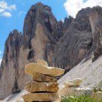 auf der geführten Wanderreise Dolomiten Steinhaufen vor den Drei Zinnen