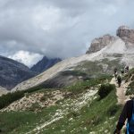 geführte Wanderreise Dolomiten Gruppe auf dem Weg zu den Drei Zinnen