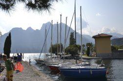 Torbole am See mit Blick auf die Berge