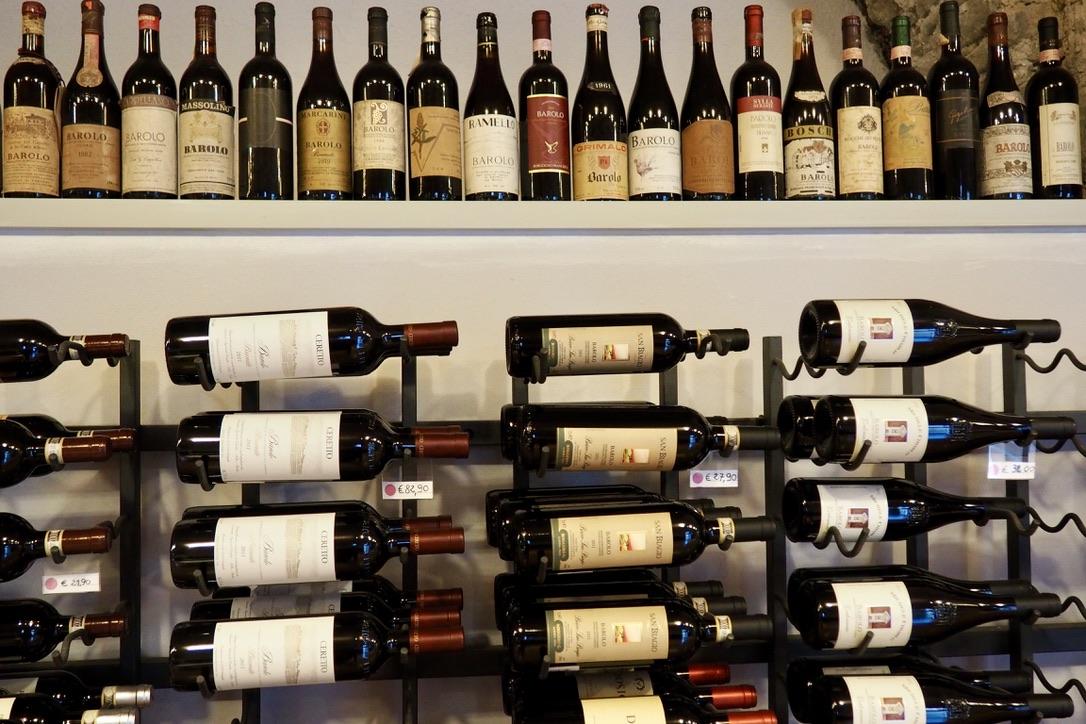 Alte Und Neue Barolo Flaschen