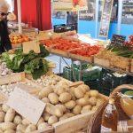 Gemüsestand auf dem Markt in der Provence