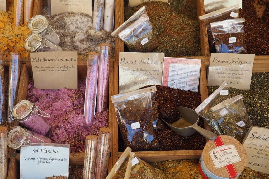 Kräuter Und Gewürze Auf Dem Markt