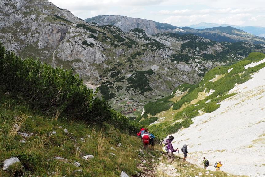 Wanderreise Montenegro beim Abstieg im Durmitor Nationalpark