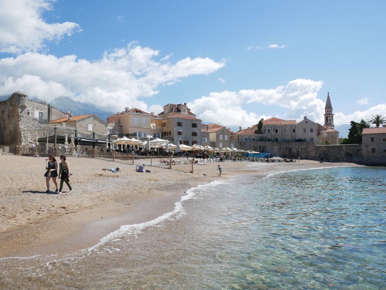 Strand An Der Altstadt Von Budva