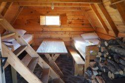 unsere Holzhütten von innen im Nationalpark Bjelasica