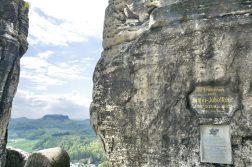geführte Wanderreise Sächsische Schweiz Denkmal auf der Bastei