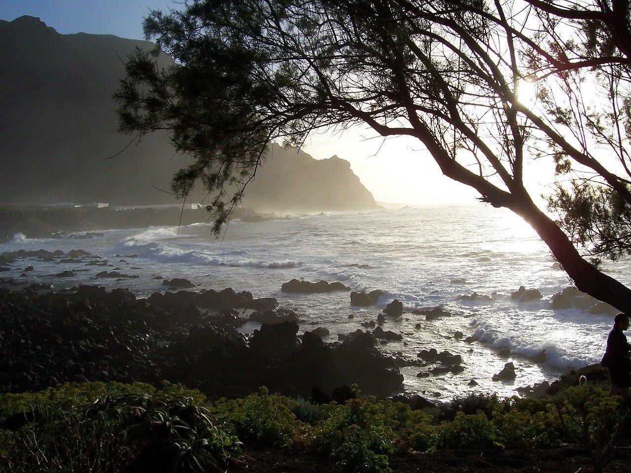 Bucht Mit Tosenden Wellen