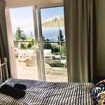 Schlafzimmerblick auf Terrasse und Küste