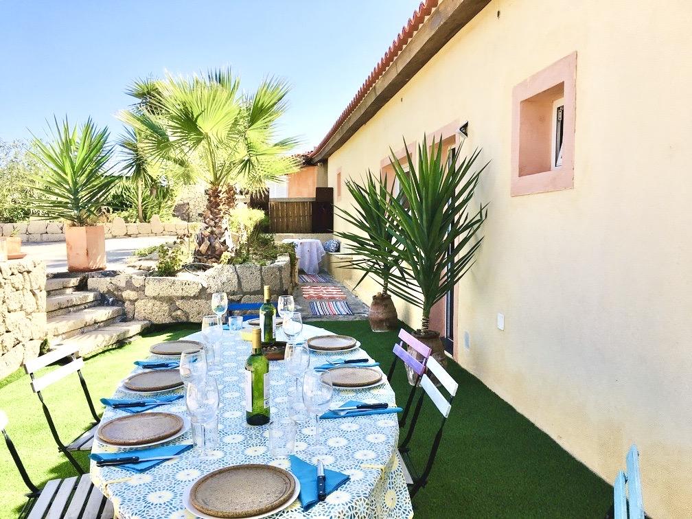 Ferienhaus Mit Gedecktem Tisch