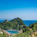 Blick auf kleinen Hafen von Portofino