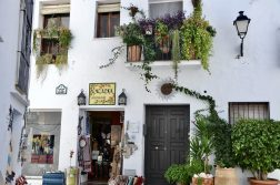 geführte Wanderreise Andalusien Shop in Frigiliana