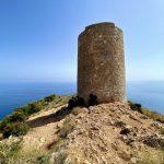 geführte Wanderreise Andalusien Turm über der Küste von Nerja