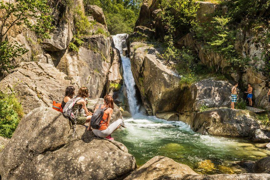 geführte Wanderreise Pyrenäen Wasserfall