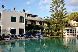 Wanderreise Ischia Hotelpool