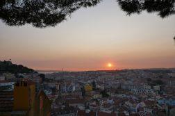 geführte Wanderreise Portugal Lissabon von oben bei Sonnenuntergang