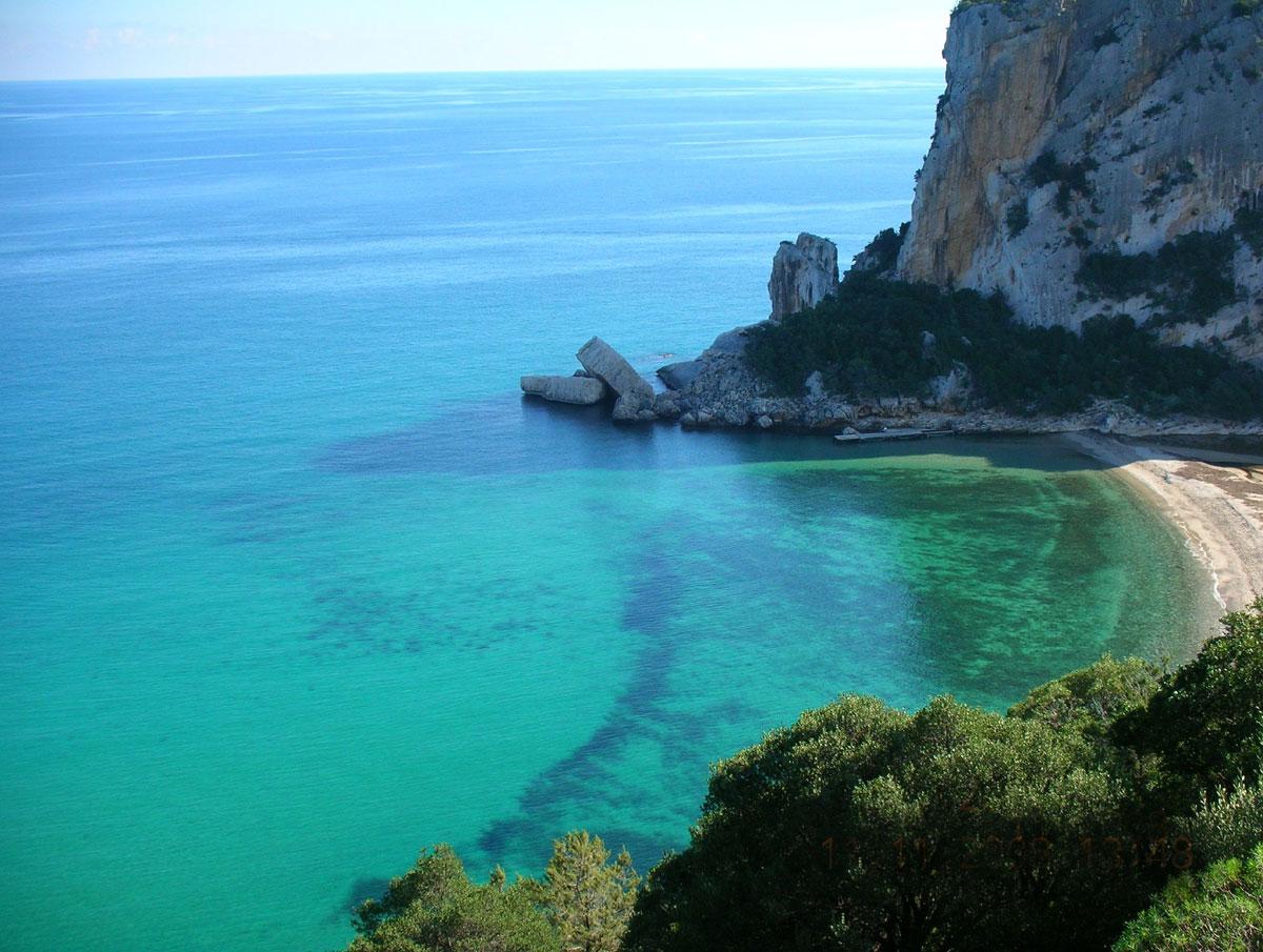 türkisblaue Bucht geführte Wanderreise Sardinien