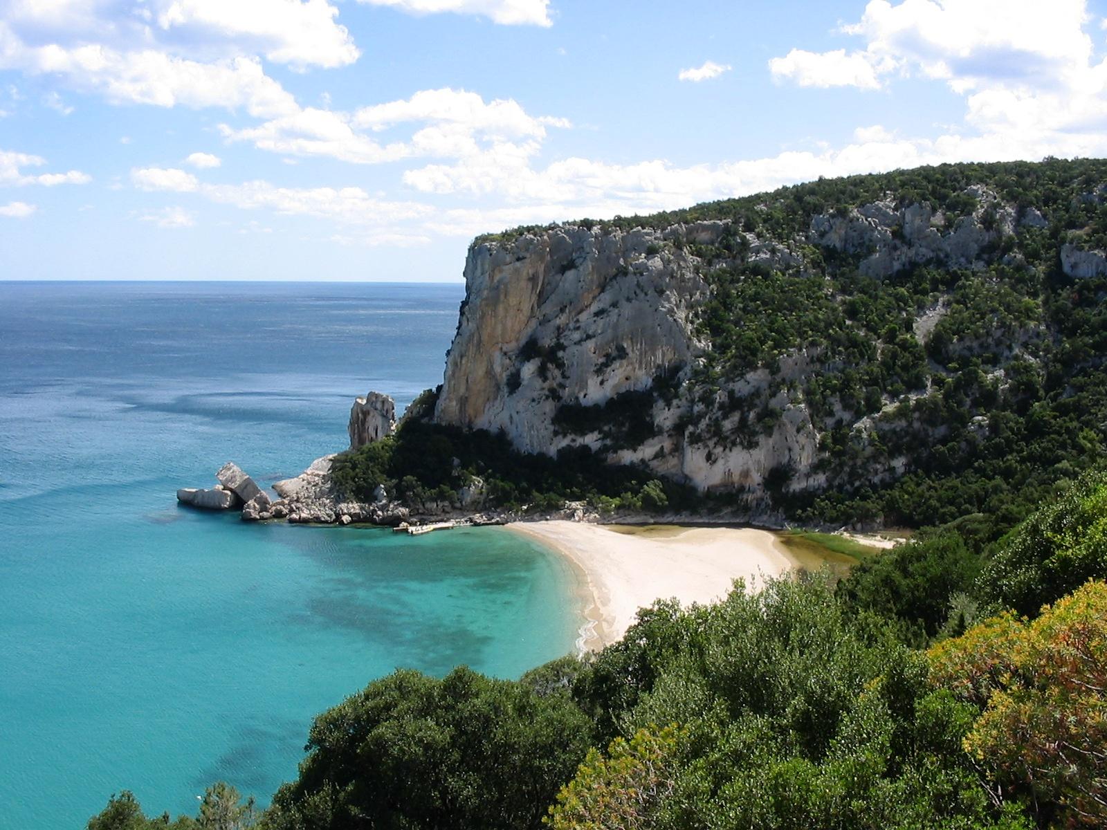 geführte Wanderreise Sardinien türkisfarbene Bucht