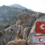 Wanderreise Nordzypern Fahne Nordzyperns und der Türkei auf dem Wanderweg