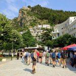 Fußgaengerzone in Berat Albanien